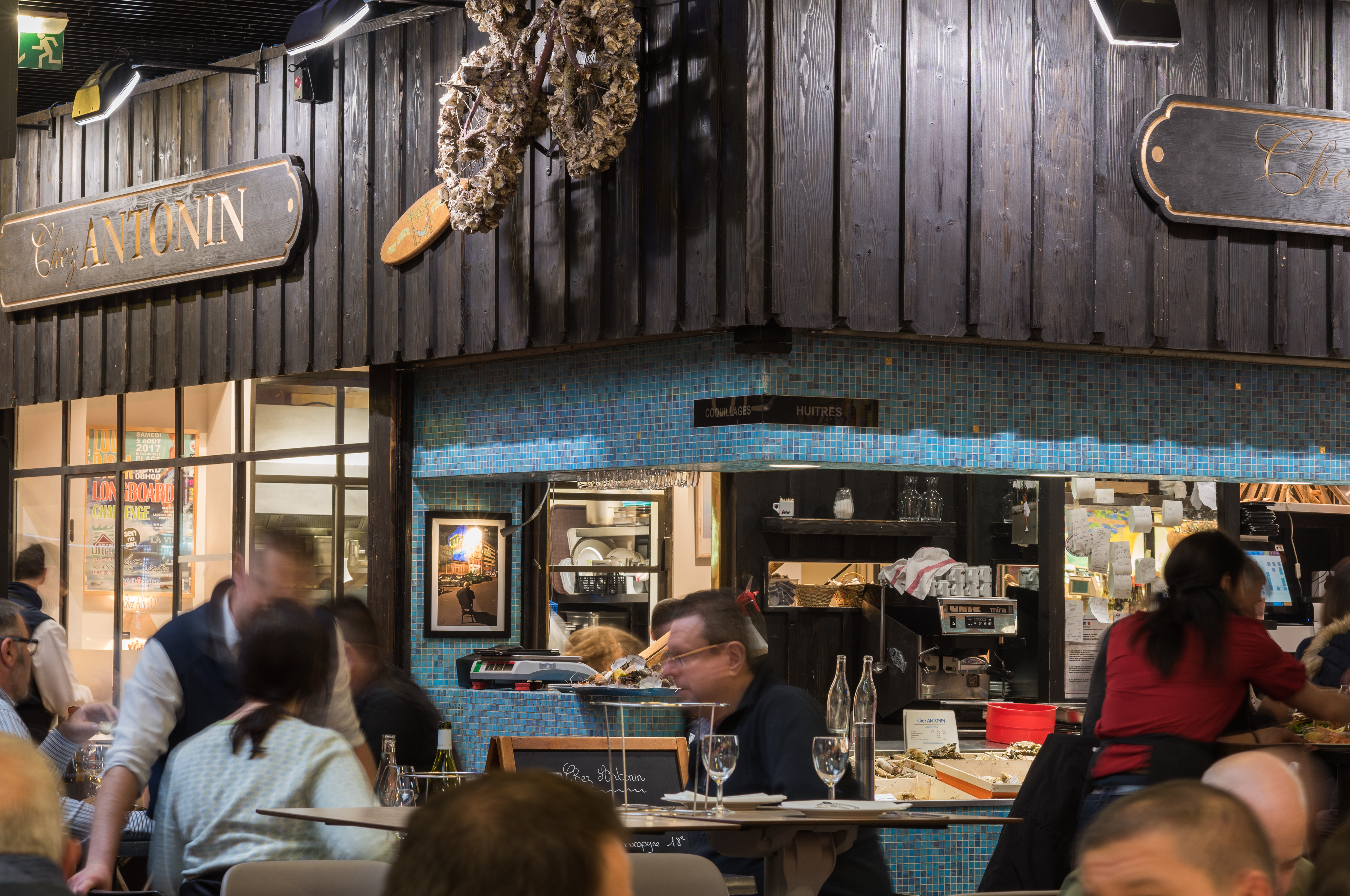 Chez Antonin Seafood And Oyster Restaurant In Lyon